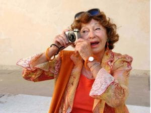 Inge Feltrinelli scatta una foto