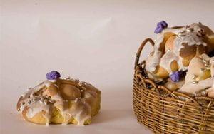 cestini di pasta intrecciata con al centro un uovo