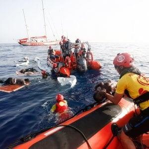 Migranti, la nave di Open Arms riparte per una nuova missione nel Mediterraneo: a bordo gli operatori di Emergency