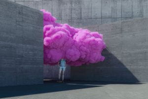 ragazzo/a con una foltissima chioma di cotone rosa