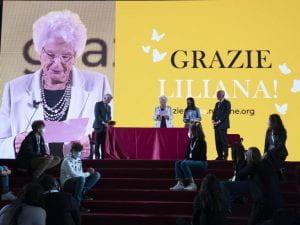 Liliana Segre su un palco