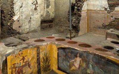"""Straordinaria scoperta a Pompei, ritrovato un termopolio intatto: """"Ancora cibo nelle pentole"""""""