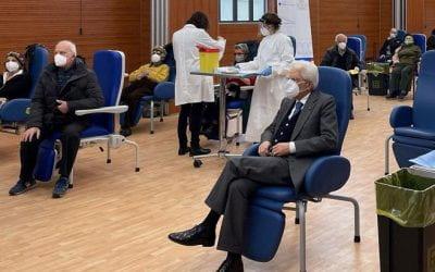 Mattarella che si vaccina e quella foto perfetta: un «Fratelli d'Italia» che ci fa ritrovare il senso del «noi»