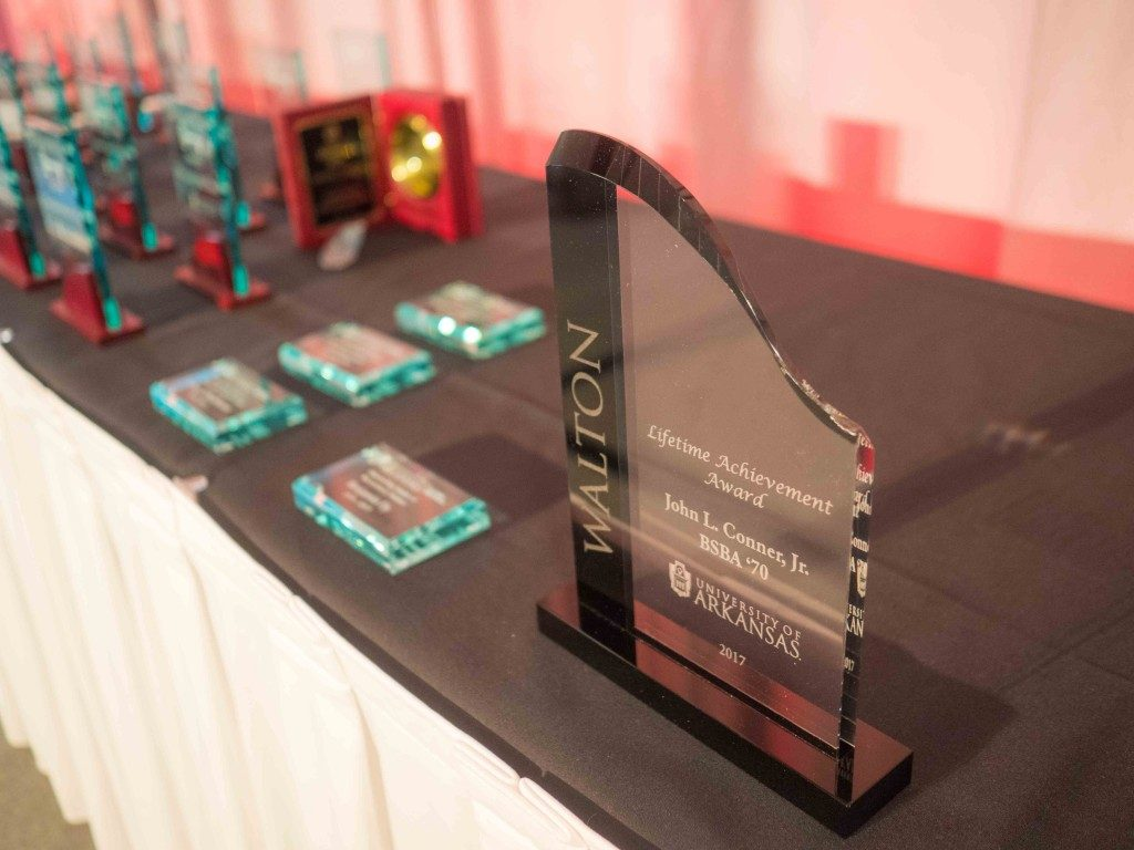 Three Alumni, Nearly 50 Students Recognized at Walton Awards Banquet