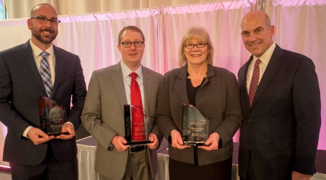 Outstanding Students, Alumni Honored at Awards Banquet