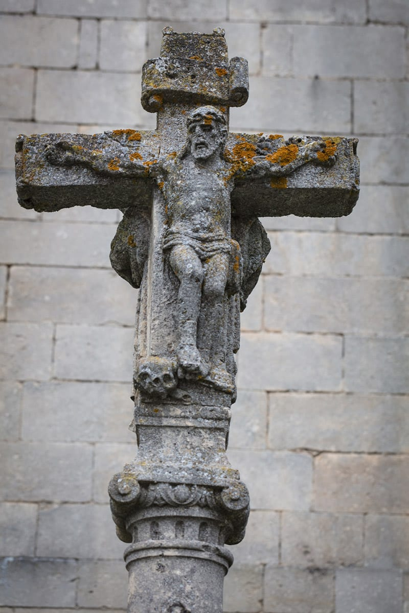 A lichen-covered crucifix at Las Huelgas