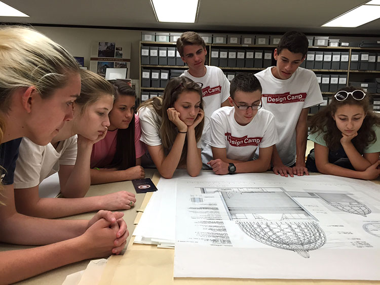 Students tour the Arkansas Architectural Archives, Special Collections, University of Arkansas, located within Mullins Library. (Photo by Noah Billig)