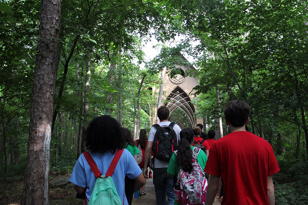 Design Camp students take field trip, observe architecture