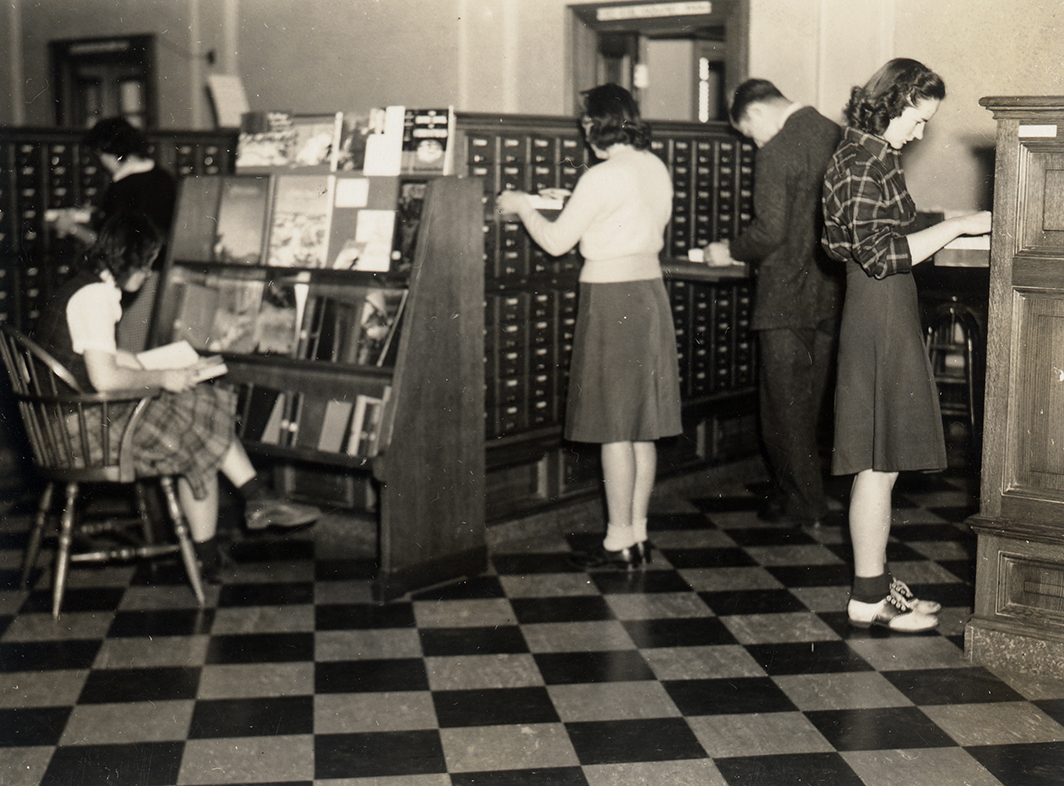 Students using the card catalog in Vol Walker Library, 1942, Special Collections Picture Collection 1405