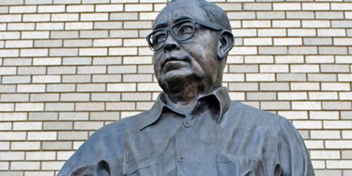 Statue of English Professor Ben Kimpel