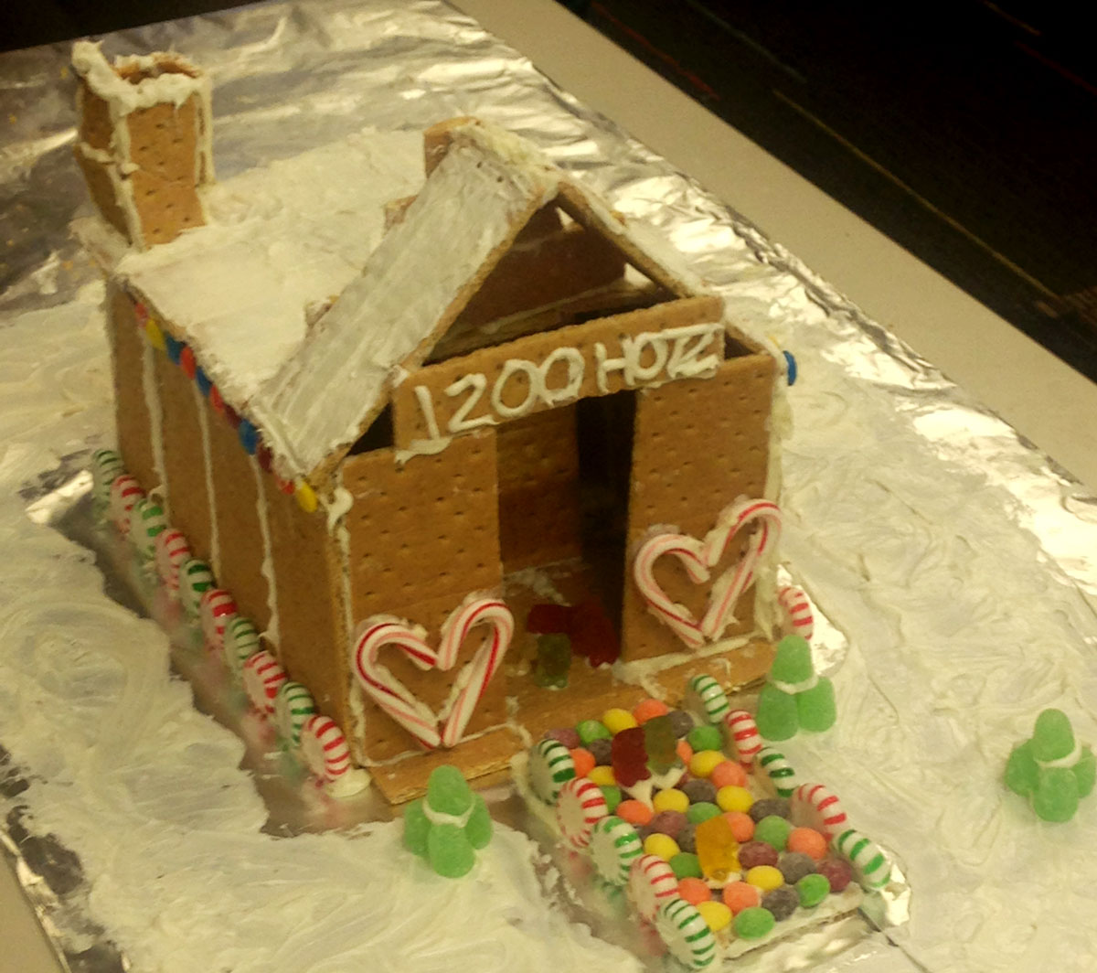 Hotz Hall Hosts Gingerbread Competition