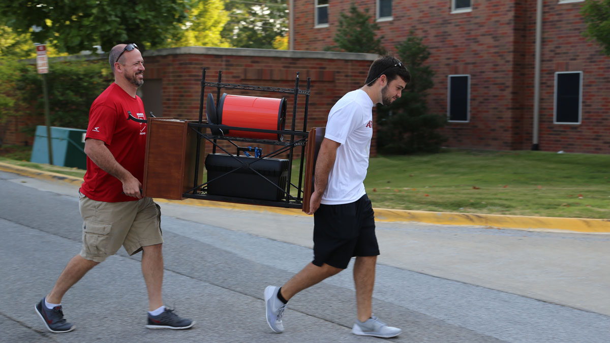 Meet the Students: Volunteer to Help During Move-In 2016