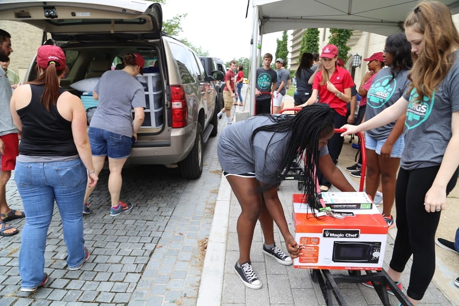 Volunteers Needed: Welcome On-Campus Students During Move-In