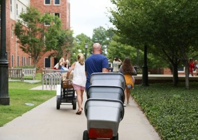 #UARK22 students and their families moving in to Maple Hill South