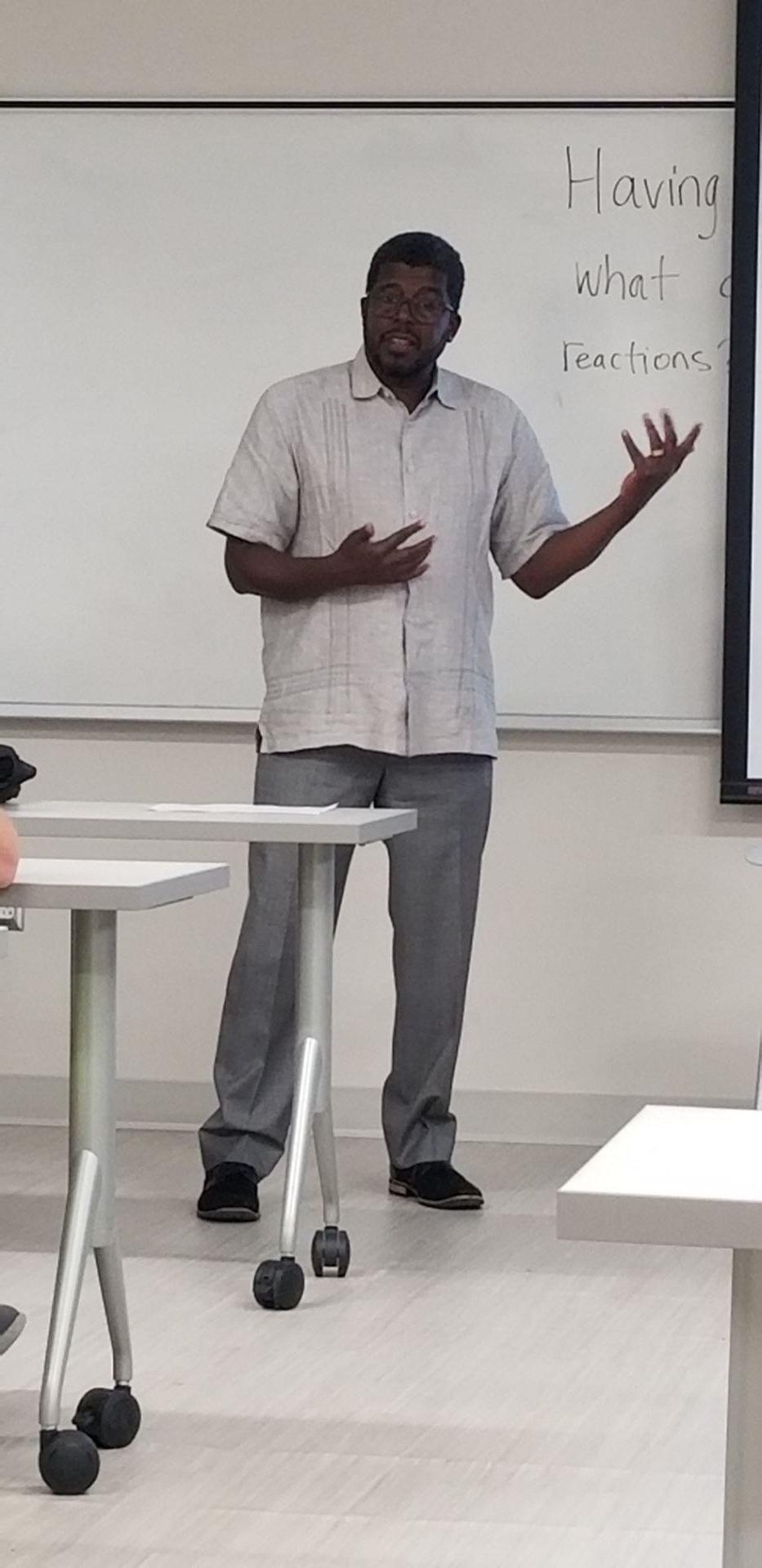 CNN's Steve Holmes teaches his first class at the University of Arkansas, Sept. 2018