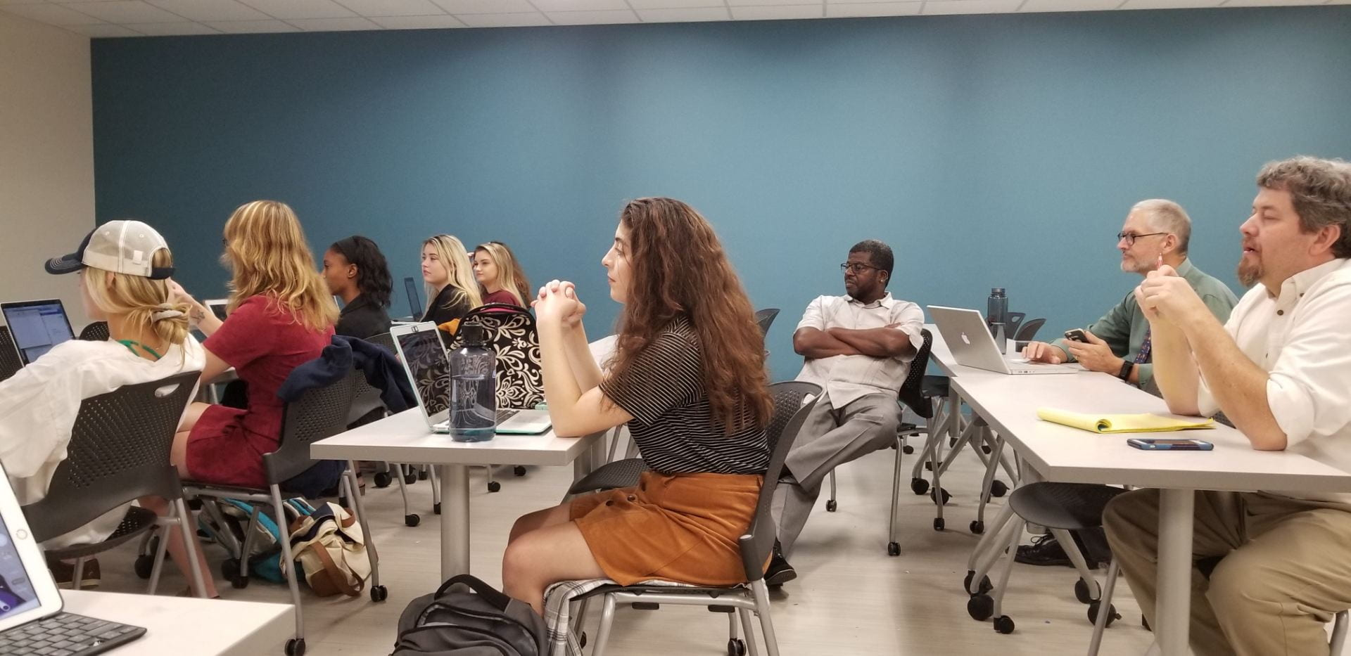 Steven Holmes sits with UA journalism students as they Skype with Donie O'Sullivan of CNN, Sept. 2018