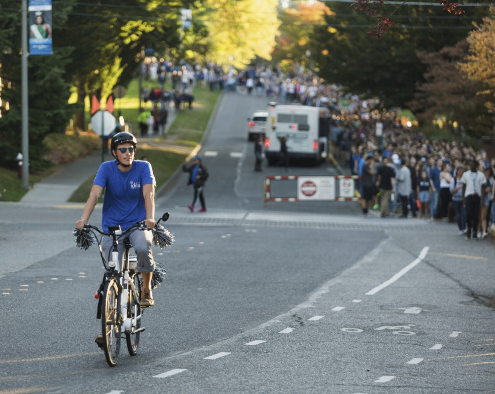WWU student biking down High street with rolled-up pants.