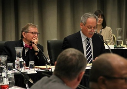Former OSU President E. Gordon Gee (left) and Board of Trustees Chairman Robert Schottenstein at the Board of Trustees meeting Feb. 1.