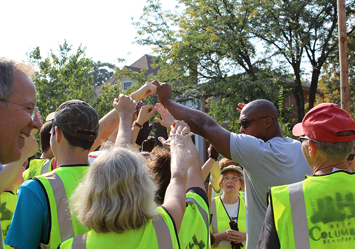 Former OSU football player Eddie George got together with volunteers before OSU's cigarette butt and litter cleanup initiative at 8th and Michigan avenues Sept. 10. Credit: Sally Xia / Lantern photographer