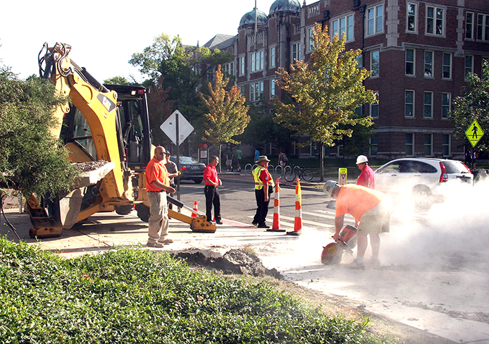 OSU Facilities Operations and Development utilities workers work to fix a water main break Sept. 6. Credit: Andrew Todd-Smith / Lantern reporter