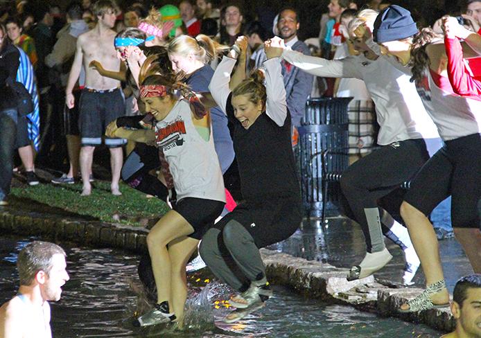 Ohio State fans jump into Mirror Lake. Credit: Lantern file photo