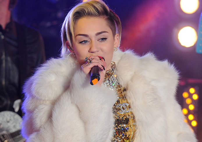 Miley Cyrus Performs in Times Square on New Year's Eve
