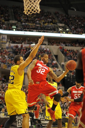 Senior guard Lenzelle Smith Jr. (32) looks to fire a pass during the Big Ten Tournament semifinals against Michigan. OSU lost, 72-69. Credit: Shelby Lum / Photo editor