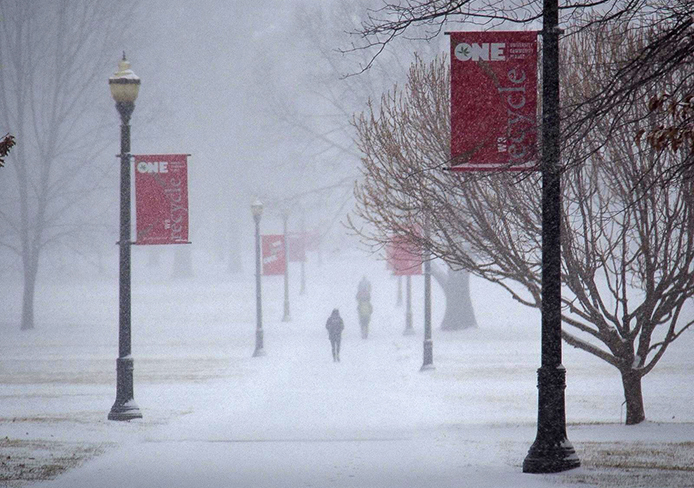 Snow blankets the Oval March 2. Credit: Brandon Claflin / For The Lantern