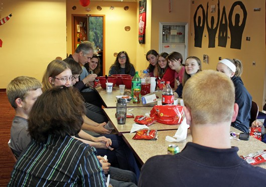 A group of students and faculty members meet as a part of the Second-Year Transformational Experience Program. Credit: Liz Dickey / Senior Lantern reporter
