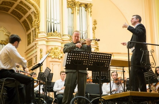 Violinist Christian Howes and conductor Douglas Droste perform June 21  at Lviv Concert Hall in the Ukraine. Credit: Courtesy of Volodymyr Hot