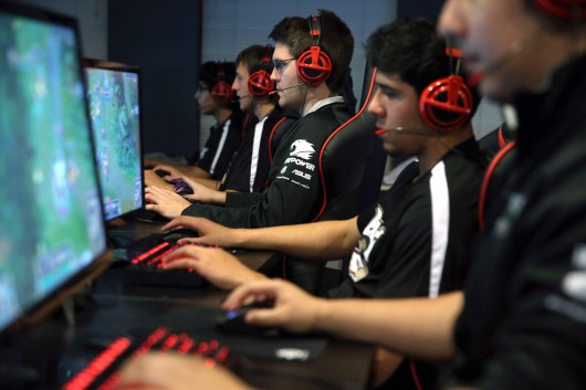 Austin Stadler, center, of Robert Morris University's varsity video gaming team, practices in Chicago on Oct. 13 in advance of the team's first competition. Credit: Courtesy of TNS