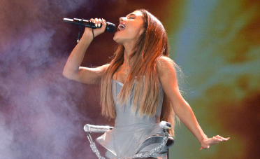 Opinion: Ariana Grande could learn a thing or two from Taylor Swift
