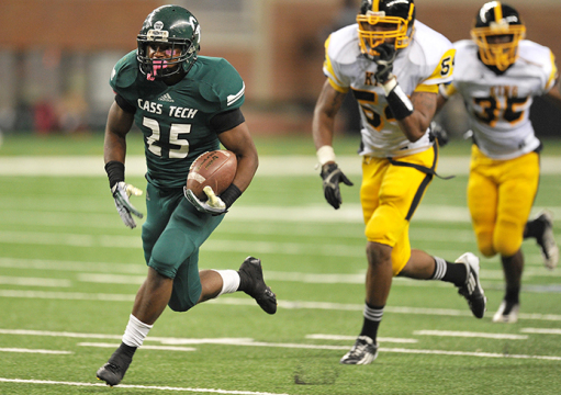 Detroit Cass Tech High School then-junior running back Mike Weber (25) carries the ball during a game on Oct. 25, 2013 in Detroit.  Credit: Photo by Bryan Mitchell