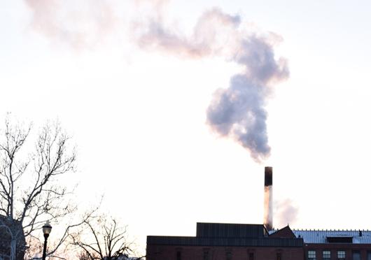 Smoke rises from McCracken Power Plant on Feb. 18. Credit: Kat Niu / Lantern photographer