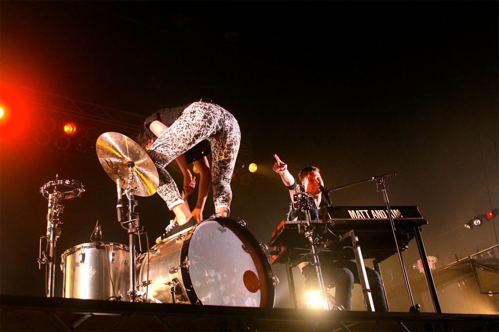 Kim Schifin (left) and Matt Johnson perform at the LC Pavilion on April 16. Credit: Elizabeth Tzagournis / Lantern reporter