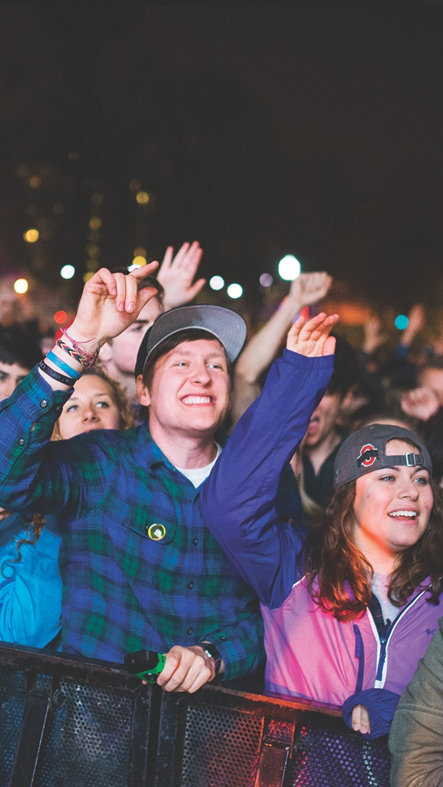 Fans cheer during the Big Spring Concert 2015 at the South Oval on April 25. Credit: Judy Won / Lantern Reporter