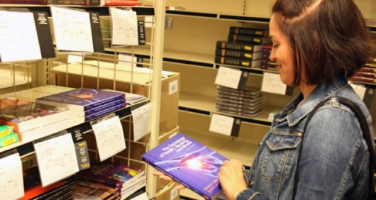eanette Martinez, a graduate student studying art history, searches for her required textbooks in preparation for the fall semester. Courtesy of Kyle Powell.