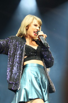 Concert Review Taylor Swift Fully Embraces Pop Star Status In 1989 World Tour The Lantern