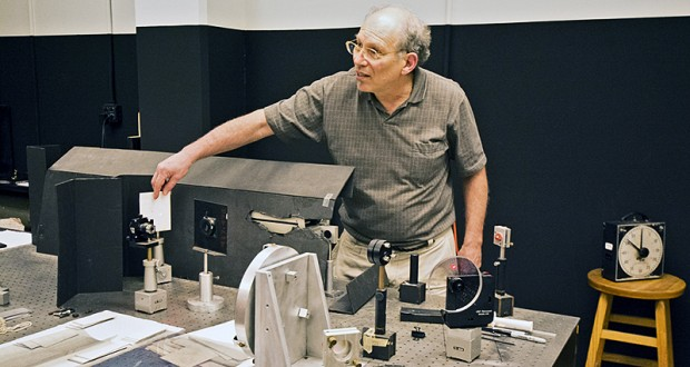 Professor Harris Kagan during one of his holography workshops. Credit: Courtesy of Hannah Mishin