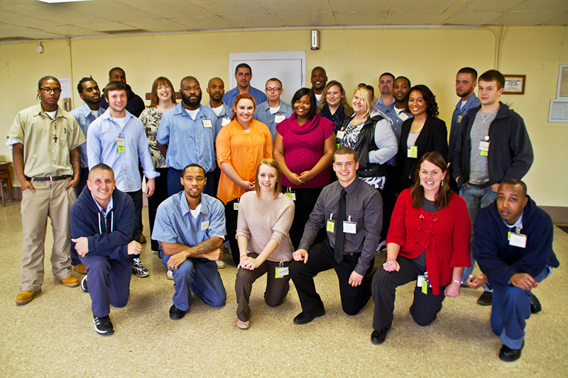 Ohio State students and student prisoners at Southeastern Correctional Complex at the closing ceremony of an Autumn 2013 sociology course. Credit: Courtesy of Angela Bryant