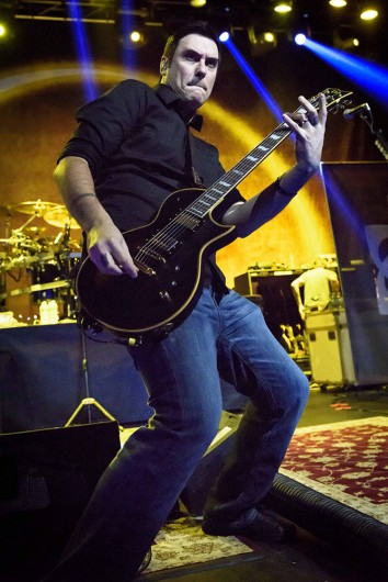 Benjamin Burnley performs in Toronto, Canada on September 15, 2015. Image credit: Courtesy of TNS.