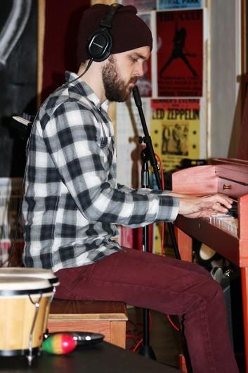 Keys player Kevin Skubak focuses on providing the melody for a Pleasant Tense song. Zak Kolesar | Lantern Reporter