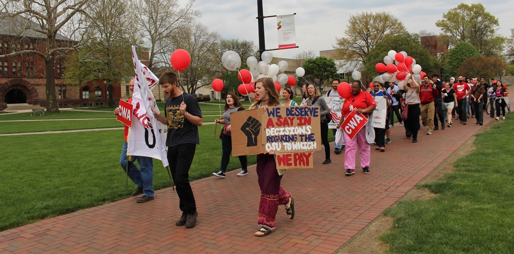 Protesters met at the South Oval to march to Bricker Hall to voice conerns with the Comprehensive Energy Management Plan on April 21. Credit: Hannah Herner | Assistant Arts&Life Editor
