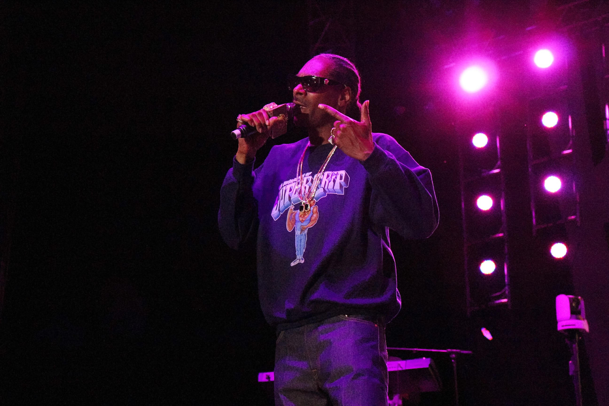 hip hop concert review Buy legends of hip hop tickets from the official ticketmastercom site find legends of hip hop tour schedule, concert details, reviews and photos.