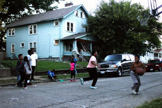 Kids play basketball on the evening of Tuesday, Oct. 4 in Weinland Park off of N 5th St. Weinland Park remains the highest density area of affordable housing in the city of Columbus, despite developers introduction of higher priced residential developments to the area. Credit: Grace Fleisher | Lantern Reporter