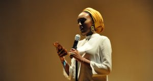 Edil Yousef, president of the SSA at Mills College in Oakland, California and poet, performs a poem before the crowd at the first annual Somali Student Association National Conference on March 31. Credit: Hailey Stangebye | Lantern reporter