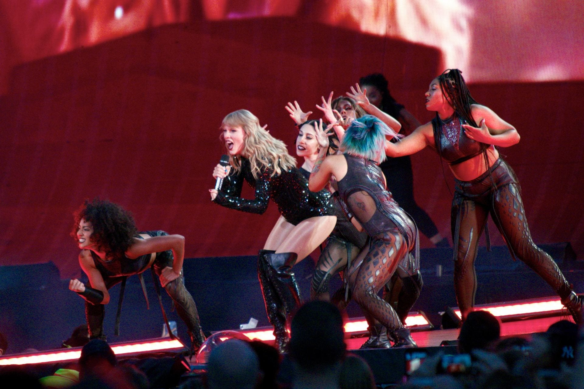 Concert Review Taylor Swift Electrifies Ohio Stadium In Historic Performance