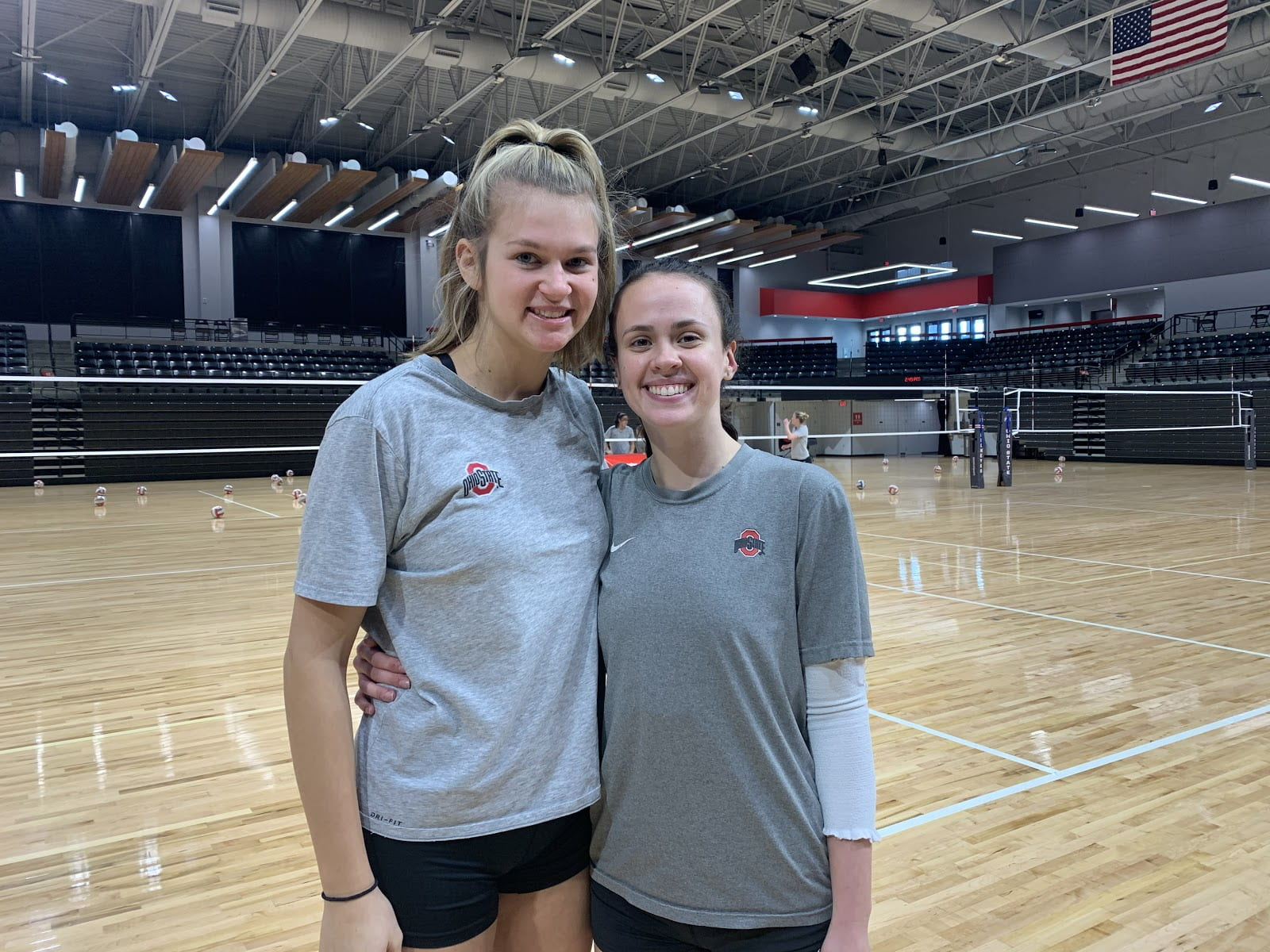 Women's Volleyball: Setters Podraza and Mauer find unity in split role