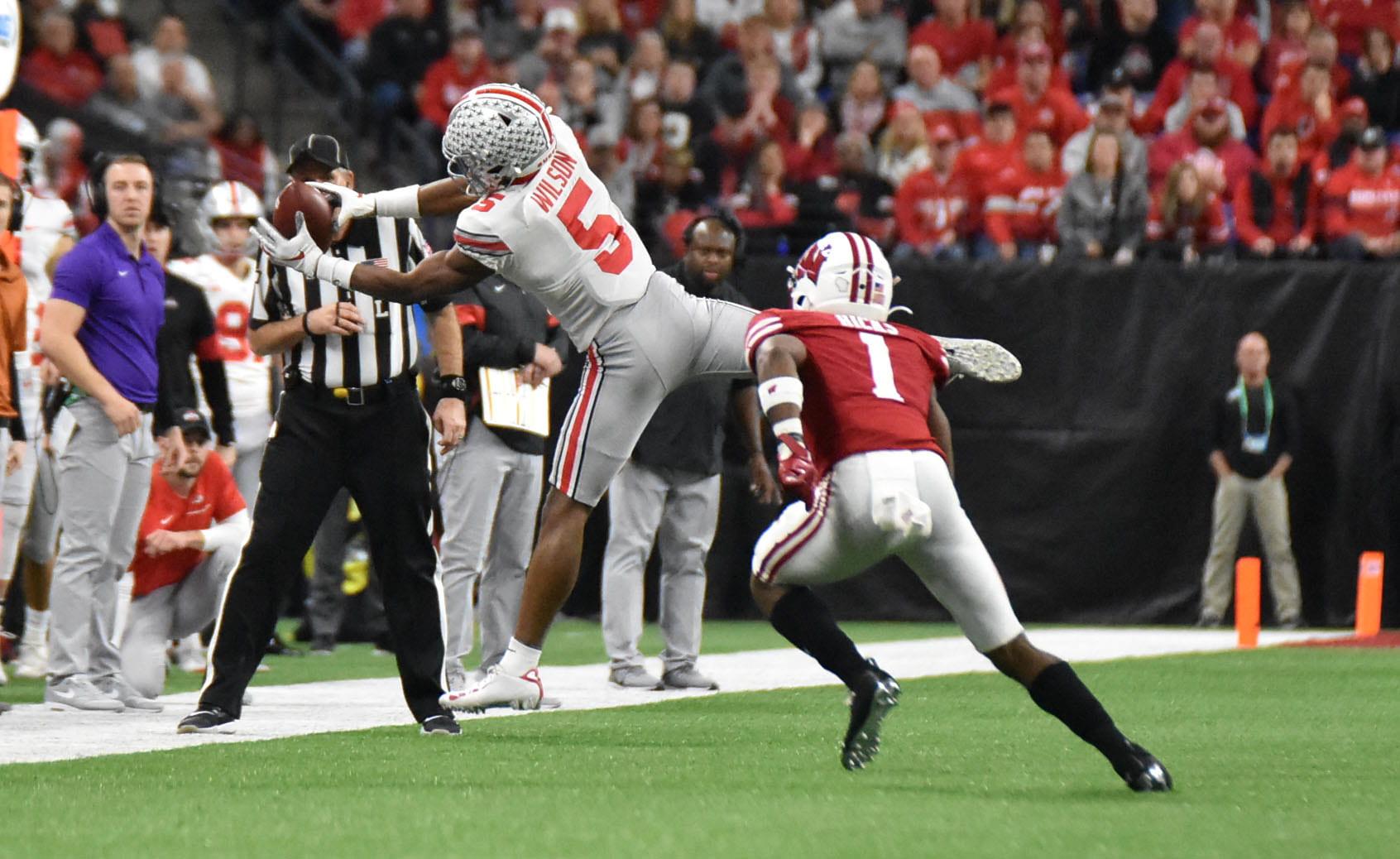 Garrett Wilson catches a pass