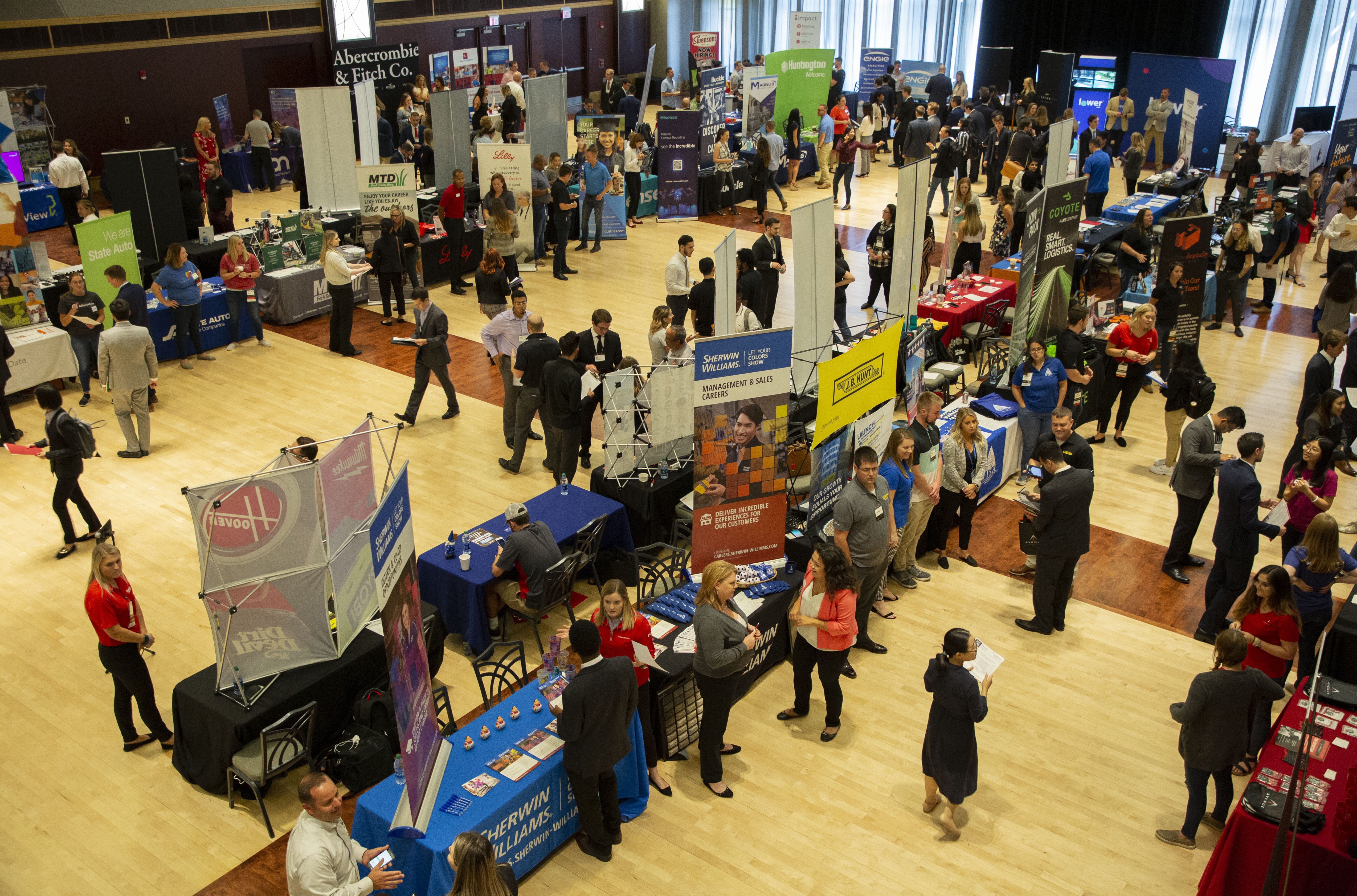 Students visit employer tables at 2019 fall career and internship fair
